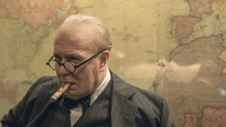 Gary Oldman no papel de Churchill
