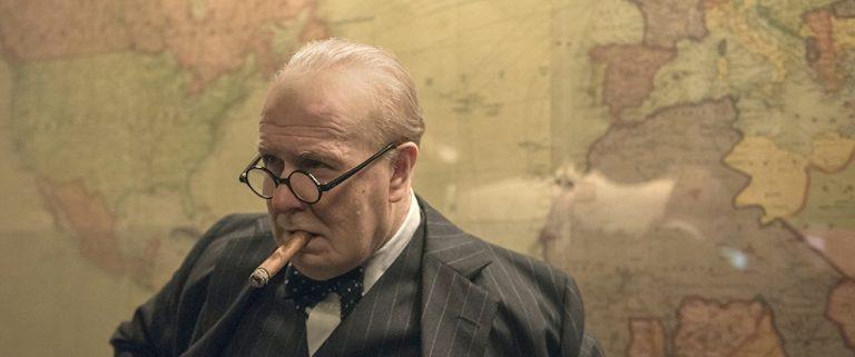 Gary Oldman no papel de Churchill