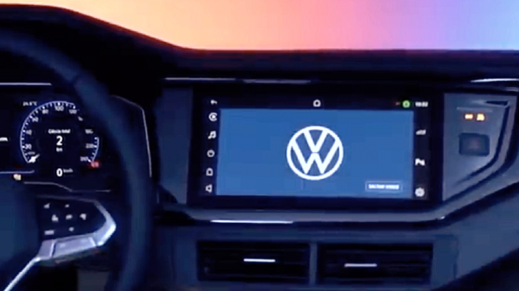 Volkswagen Nivus temum tablet dentro do carro