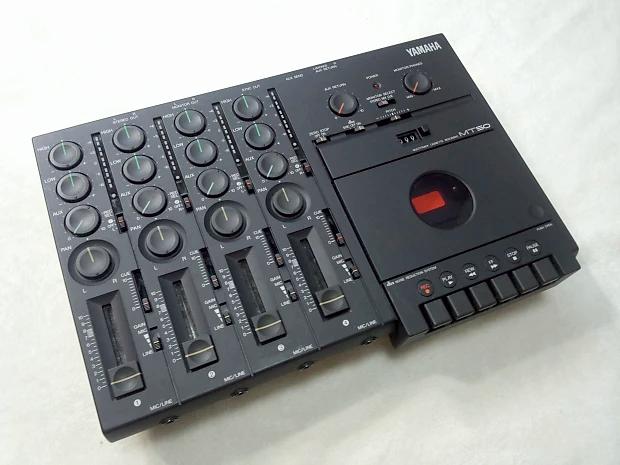 Gravamos muitas músicas com a tecnologia da época, tendo como centro um gravador Yamaha de 4 canais