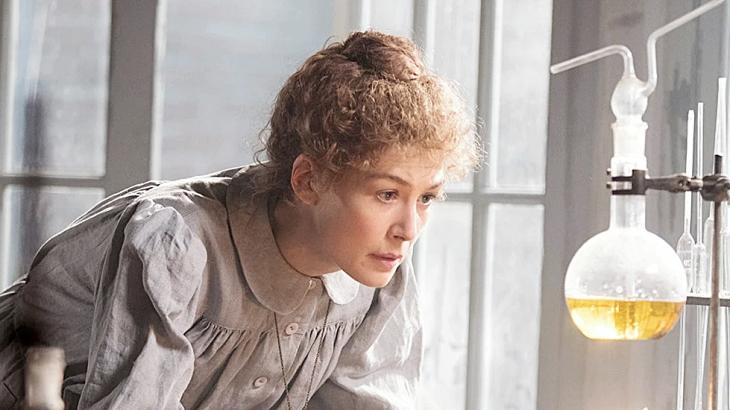 """A vida de Marie Curie, cujo nome foi usado como unidade de radiação nos laboratórios (o µcurie), foi alvo do filme """"Radioactive"""""""